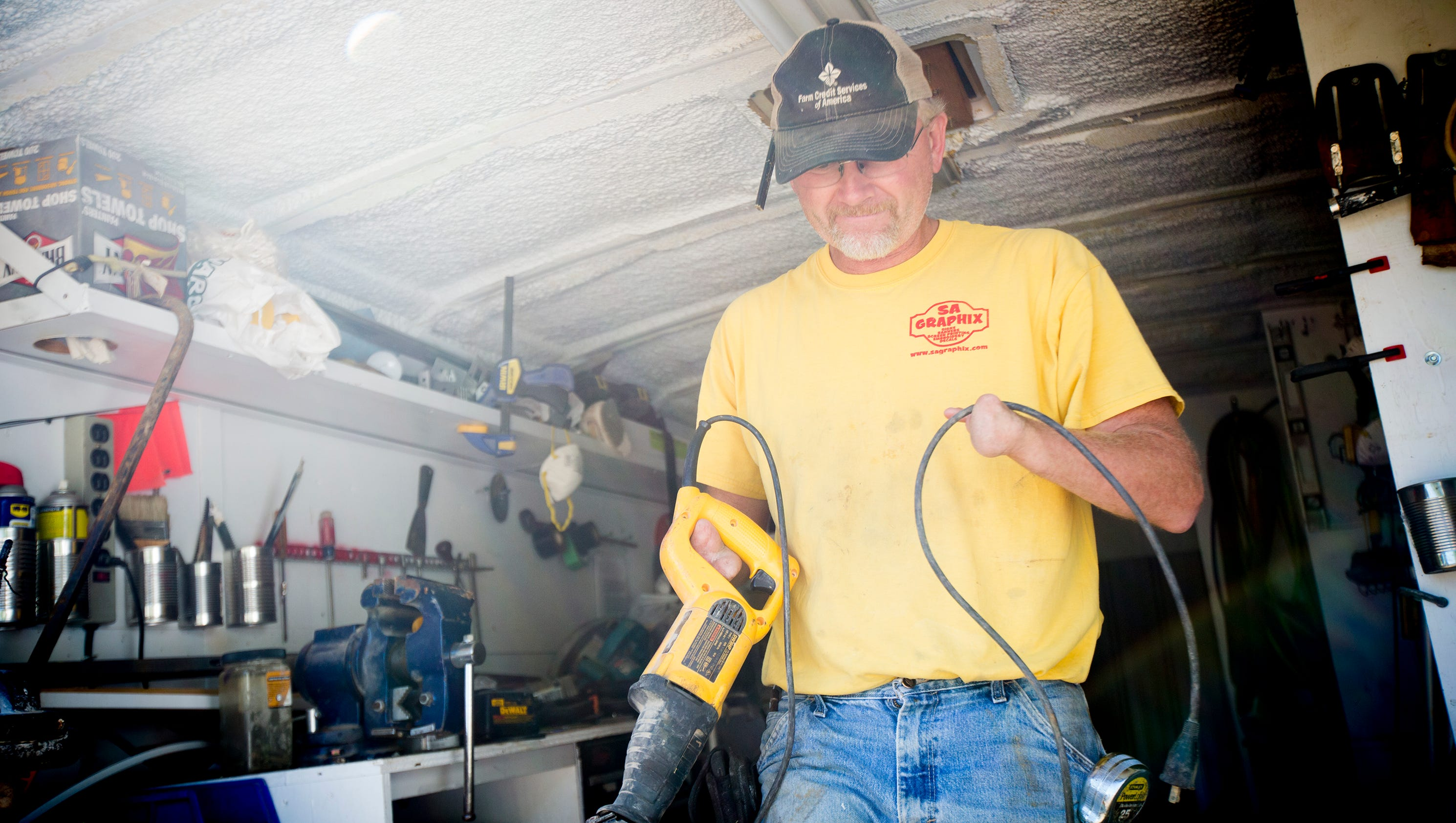 Meet the Iowa carpenter without hands