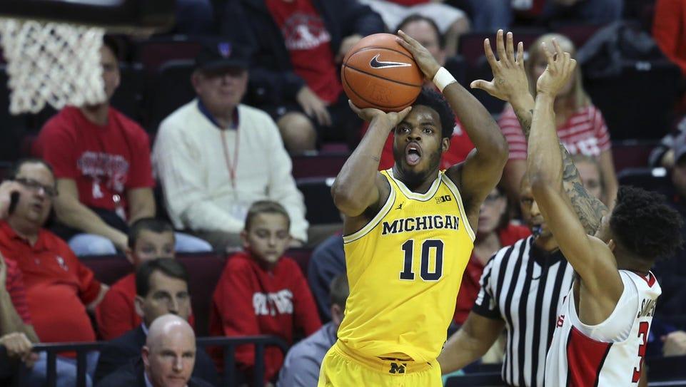 Michigan guard Derrick Walton Jr. (10) shoots as Rutgers