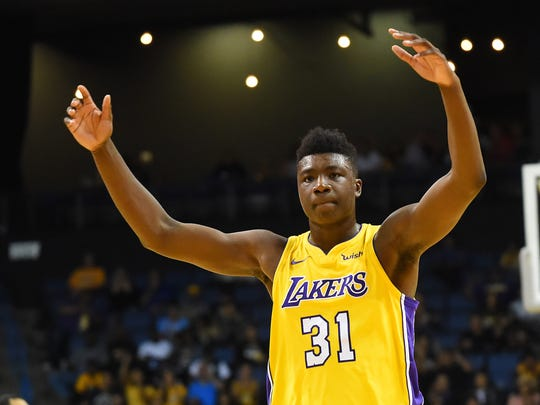Los Angeles Lakers center Thomas Bryant (31)