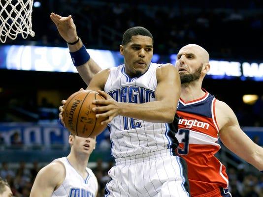 635913221396360264-AP-Wizards-Magic-Basketball-.jpg