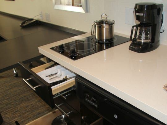 Candlewood Suites offers a full kitchen for its guests.