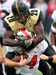 Vanderbilt linebacker Oren Burks (20) tackles Western