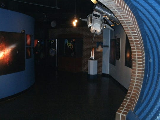 30,000 to 40,000 people visit the Planetarium annually.