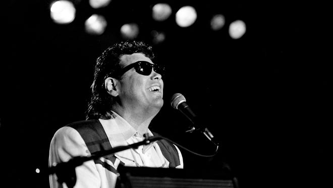 """Ronnie Milsap is performing for the crowd during his """"Lost In the Fifties"""" homecoming dance/concert at the National Guard Armory Nov. 5, 1986. This is the second year that Milsap has held the event to benefit NARAS."""