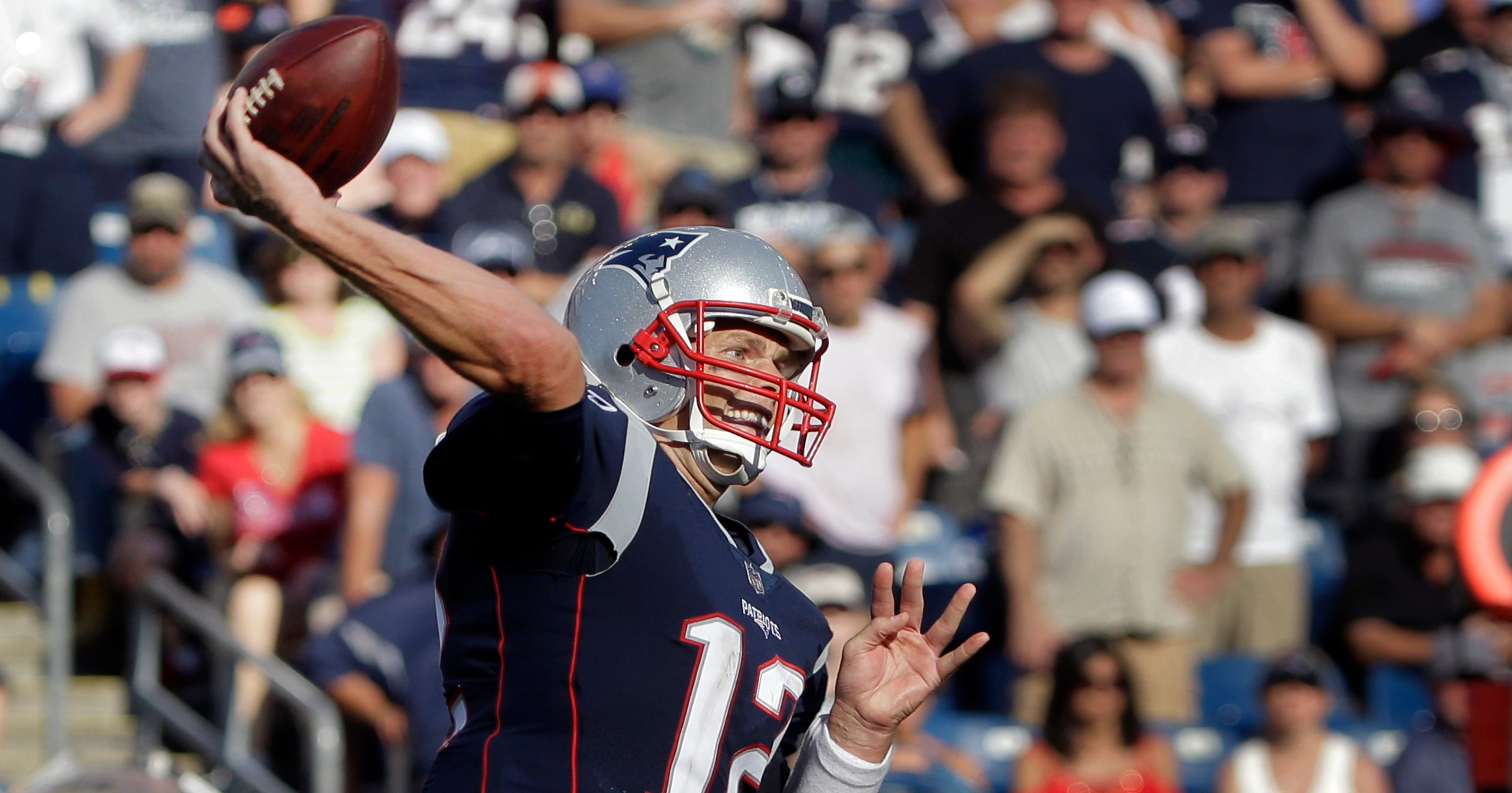 6f8270ff1 Tom Brady disagrees with Donald Trump s  divisive  NFL comments