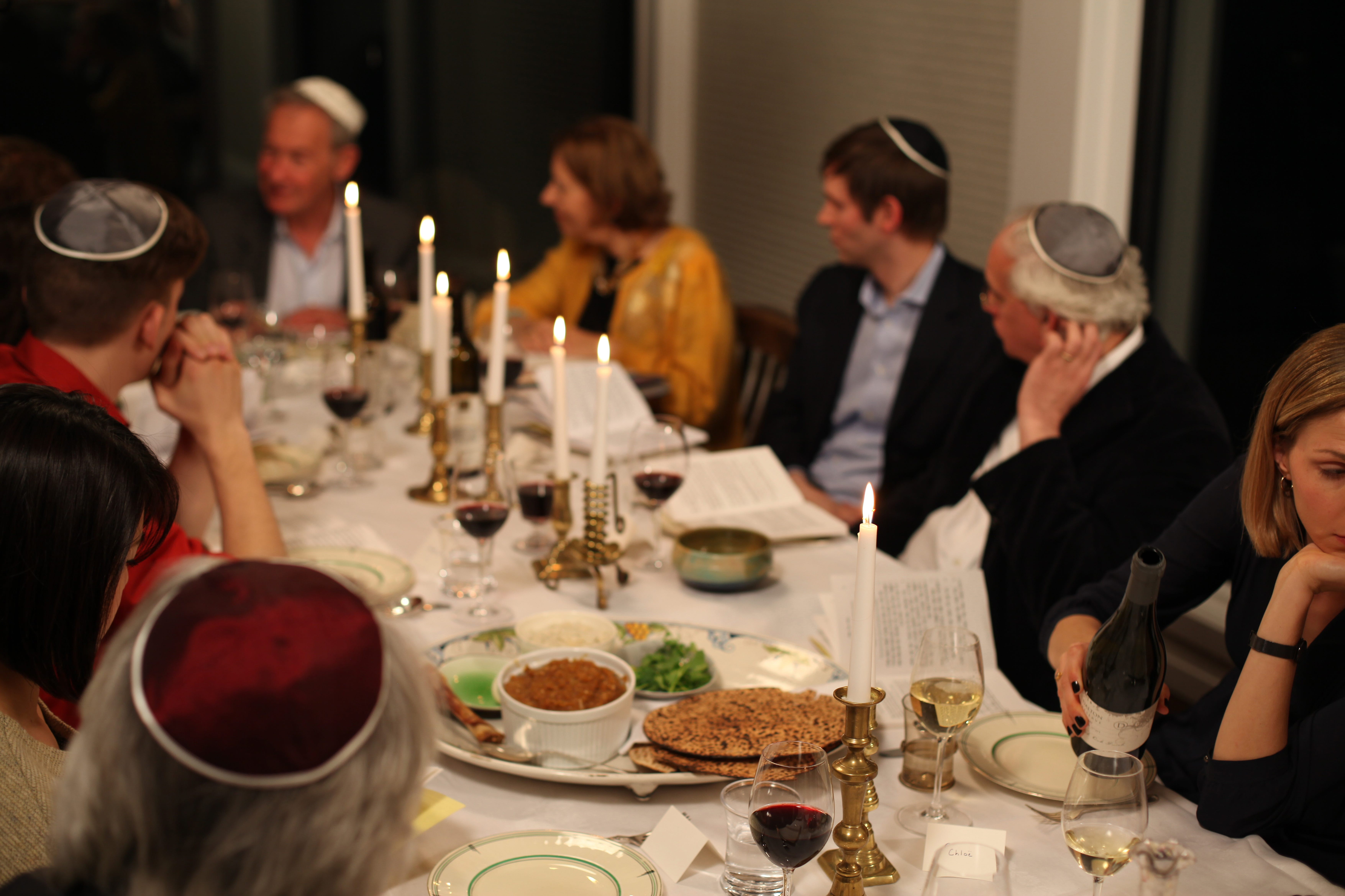 What to Expect at a Shabbat Dinner – Kveller
