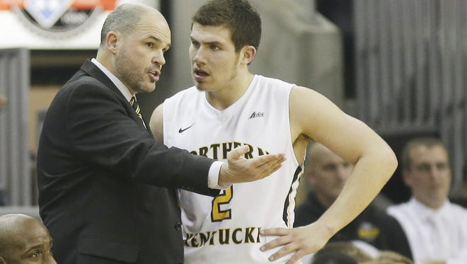 NKU coach Dave Bezold talks with Tayler Persons.