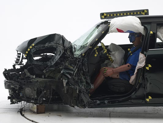 Four Cars Poor In Iihs Crashes Two Lose Cr Nod