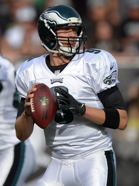 Nick Foles ties NFL record with 7 TDs as Eagles roll