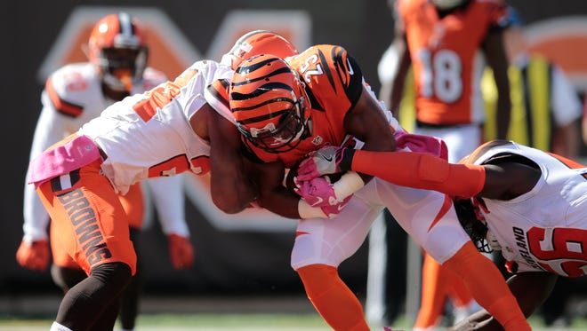 Bengals running back Giovani Bernard scores a touchdown Sunday against the Browns.