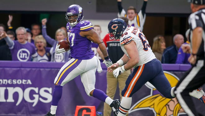 Minnesota Vikings defensive end Everson Griffen (97) scores a touchdown on a fumble recovery as Chicago Bears center Cody Whitehair (65) chases him in the fourth quarter at U.S. Bank Stadium. The Vikings win 38-10.