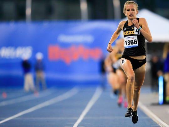 Former Dowling Catholic star Karissa Schweitzer of Missouri wins the WomenÕs 5000 meter at the Drake Relays Thursday, April 26, 2018.