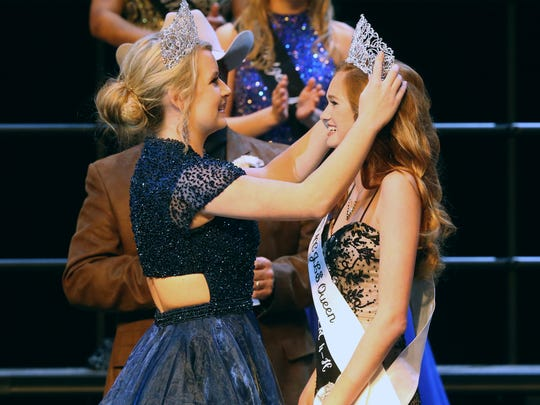 Reagan Hoelscher, from Run In JM 4-H Club, gets crowned 2017 Nueces County Junior Livestock Show Queen by former queen Bailee Saenz during the Sweethearts of the Livestock Show on Saturday, Jan. 14, 2017, at Tuloso-Midway High School in Corpus Christi.