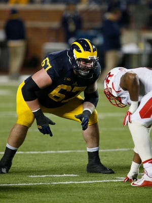 Kyle Kalis lines up against Rutgers in 2015.