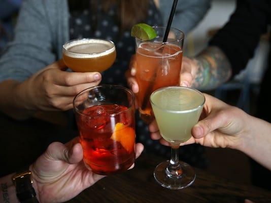 636582645077831299-cocktails.jpg