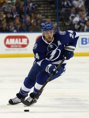 Tampa Bay Lightning right wing Ryan Callahan (24) skates