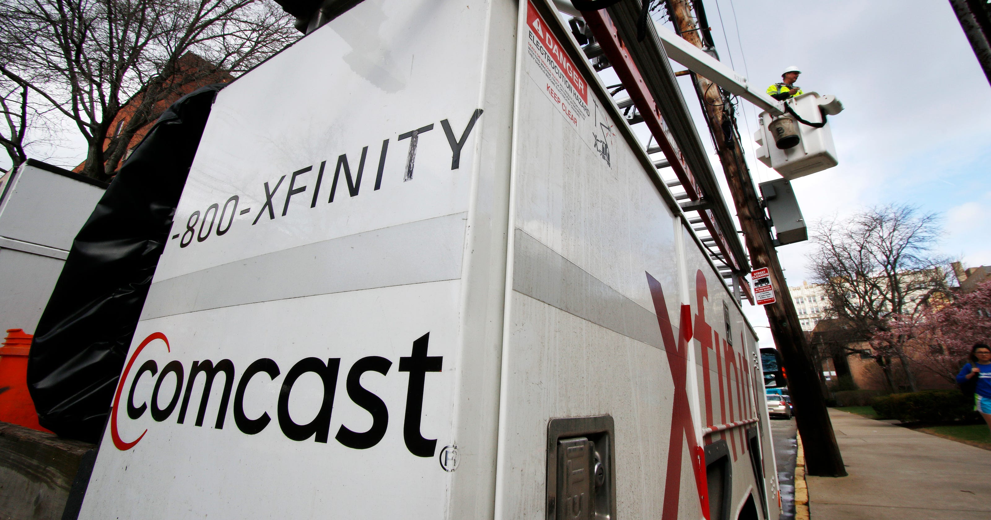 Comcast: Loss of cable television subscribers accelerates