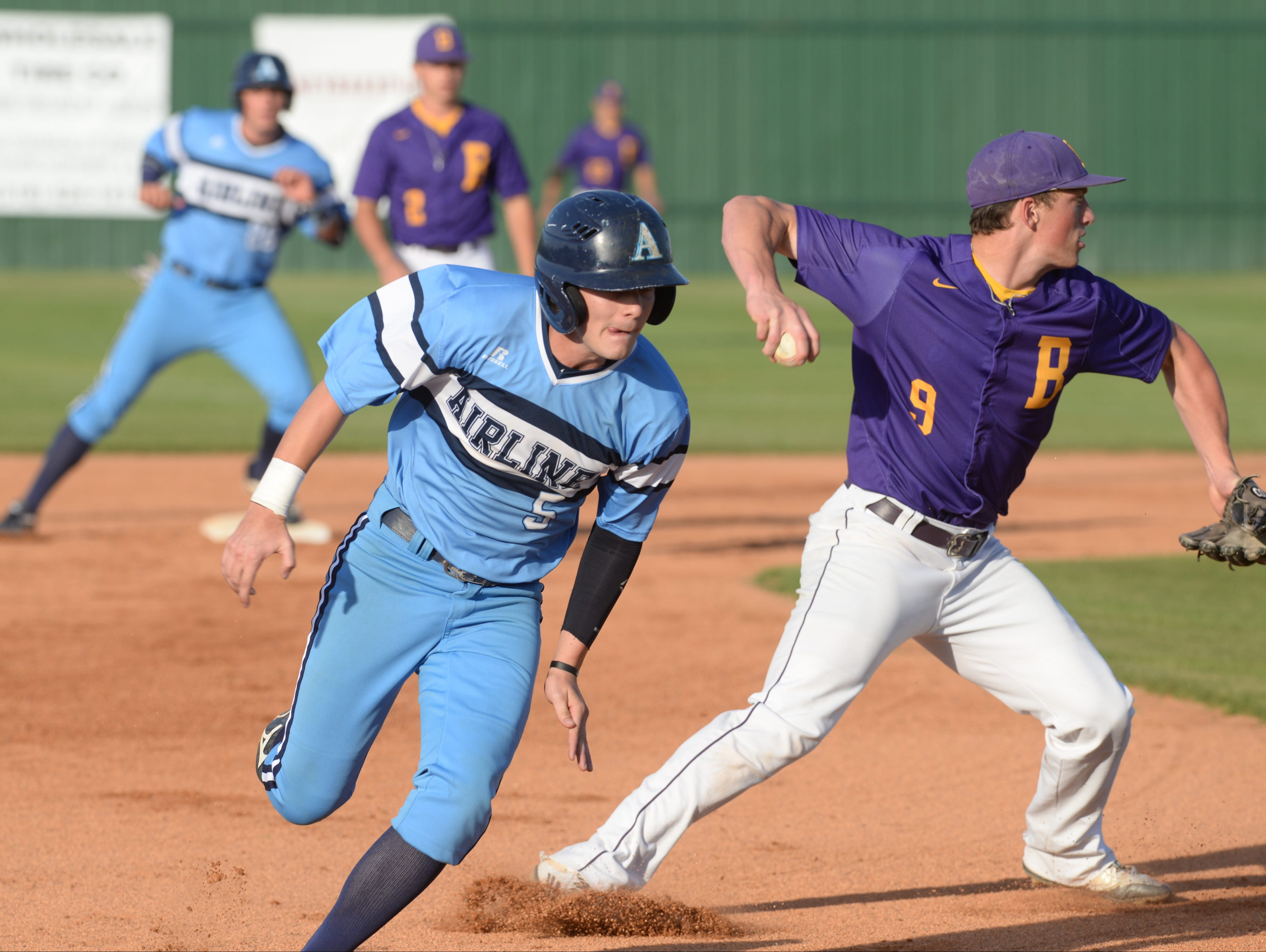 Hayden Waxley makes his way to third to load tthe bases as third baseman Steel Netterville misses the play at first.