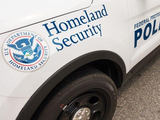 La abogada de inmigración Emilia Bañuelos aconseja a la gente estar alerta en sus comunidades sobre la presencia de ICE.