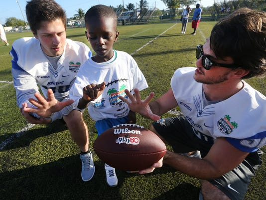 635864084618233145-01-Youth-fooball-Clinic.jpg