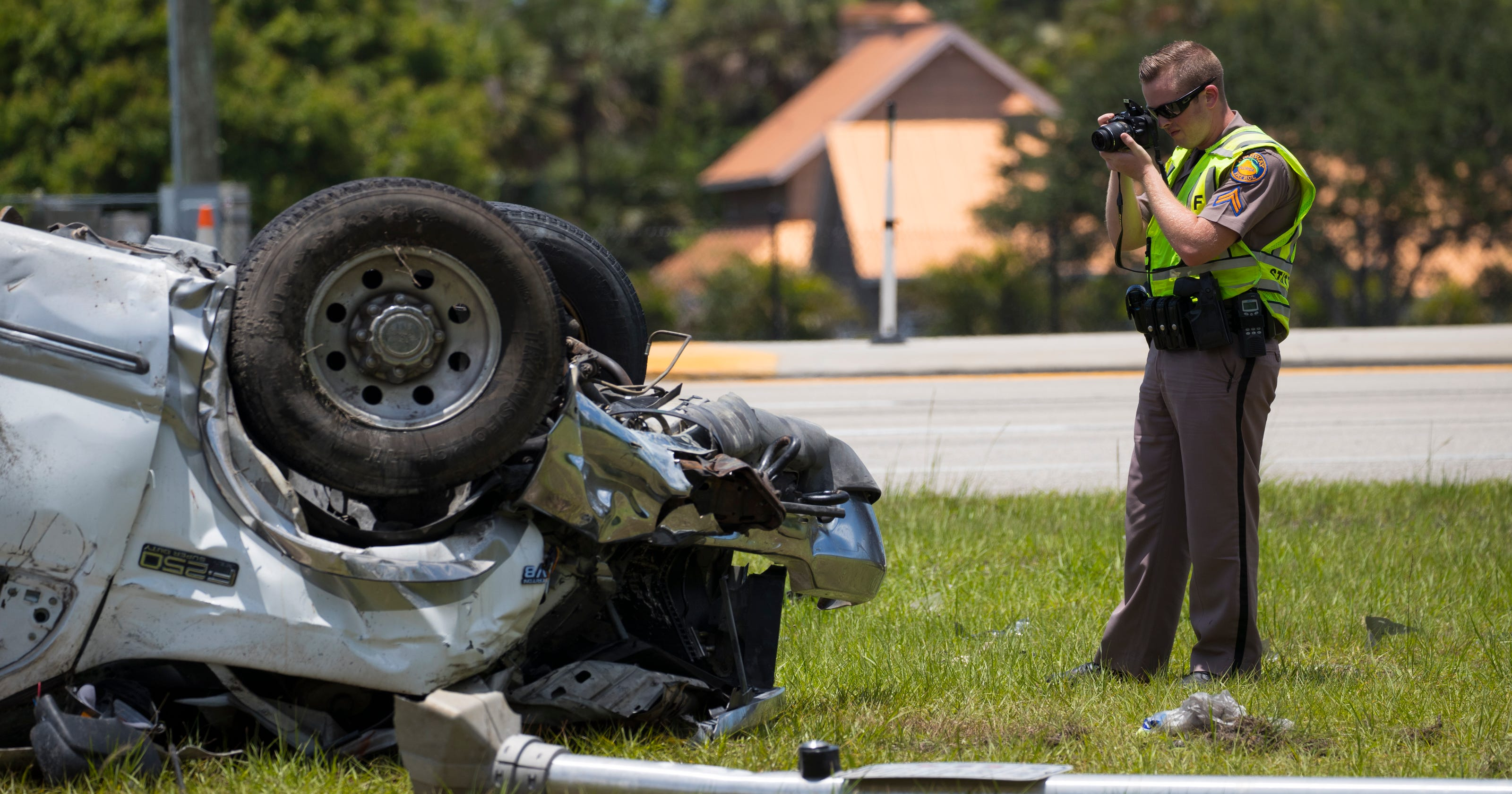 Two dead in fatal crashes along Lee County roads on Monday