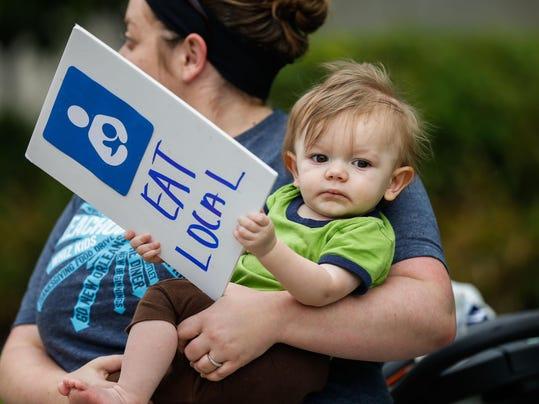 _media_2015_08_15_Cincinnati_Cincinnati_635752442973113524-Breastfeeding-02.JPG