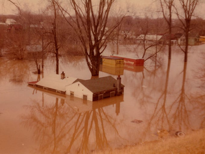A photo from Lansing's April 1975 flood, looking north