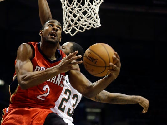 New Orleans Pelicans' Elliot Williams (2) shoots past Milwaukee Bucks' Chris Johnson (23) during an NBA basketball game Monday, March 9, 2015, in Milwaukee. The Pelicans won 114-103. (AP Photo/Morry Gash)