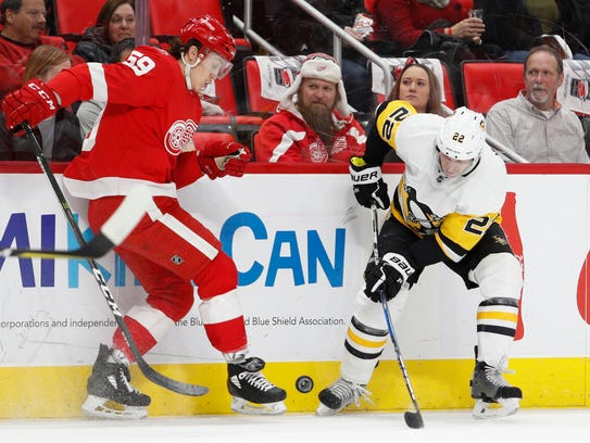 Red Wings left wing Tyler Bertuzzi (59) and Penguins