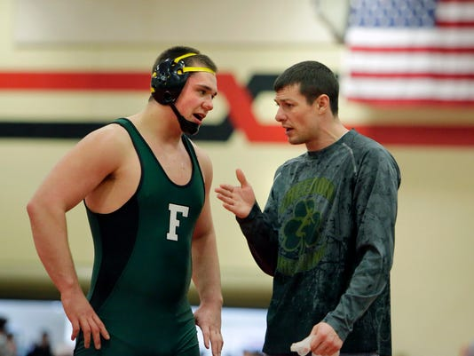 635642841696002857-APC-s-Seymour-wrestling-sectional-rbp-336
