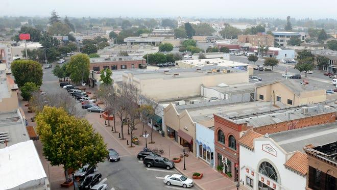 El ayuntamiento de la ciudad de Salinas sabe que las finanzas a futuro lucen mal. Entonces, están tratando de averiguar qué pueden hacer al respecto.