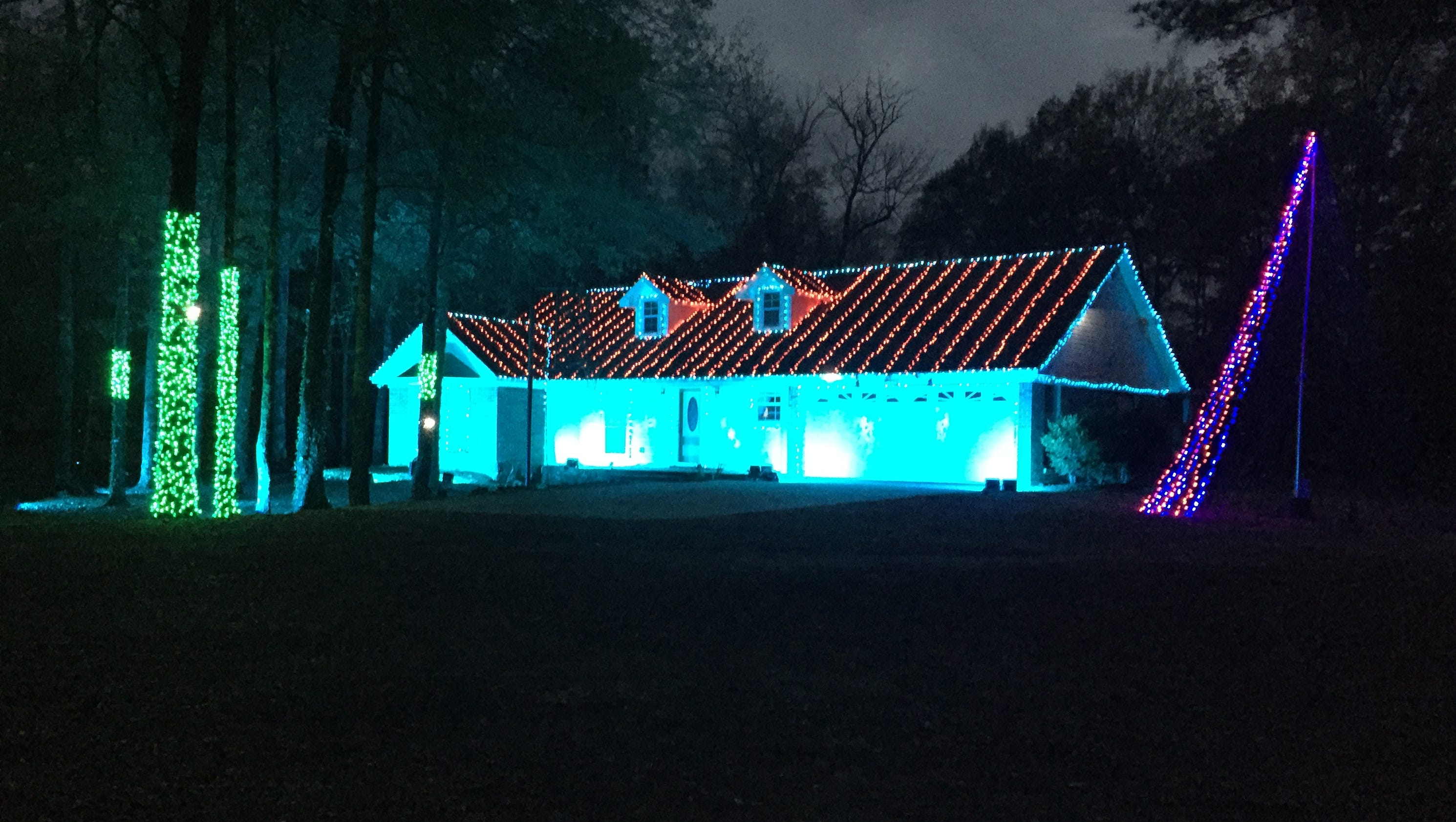 its lit 5 over the top christmas lights from across the us - Mm Christmas Lights