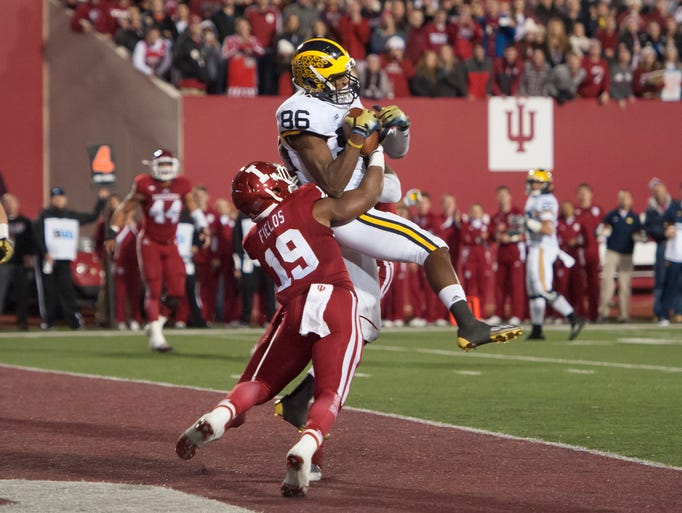 Michigan wide receiver Jehu Chesson catches the ball