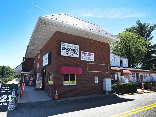 Greenwood Lake Discount Liquors & Pub is located at 2019 Greenwood Lake Turnpike in Hewitt. Photographed on 06/26/18.