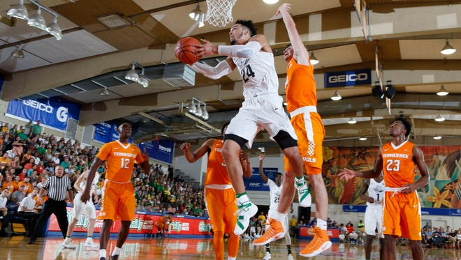 Oregon forward Dillon Brooks (24) shoots a layup against Tennessee.