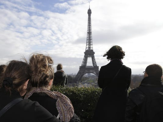 TOPSHOTS-FRANCE-ATTACKS-MINUTE-SILENCE