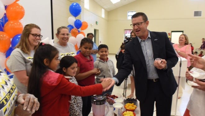 UnitedHealthcare-Gulf States CEO Joe Ochipinti congratulates Breaux Bridge Primary School students on their smoothie-making skills.