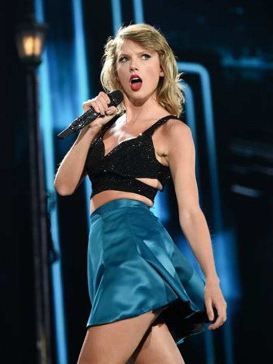 """FILE - In this Friday, July 10, 2015 file photo, singer Taylor Swift performs during her """"1989"""" world tour at MetLife Stadium in East Rutherford, N.J."""
