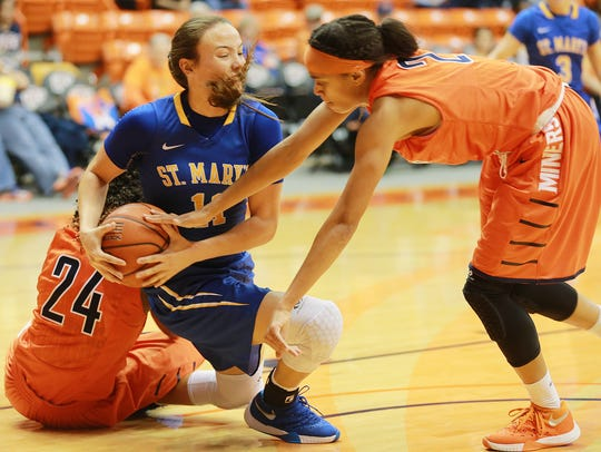 UTEP's Cameasha Turner, right, reaches to steal the