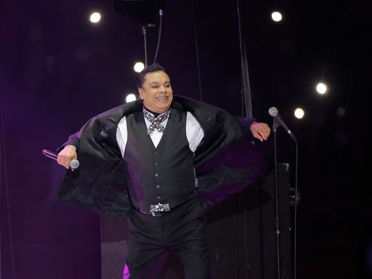 "Juan Gabriel plays a concert in El Paso on his ""Noa Noa"" Tour."
