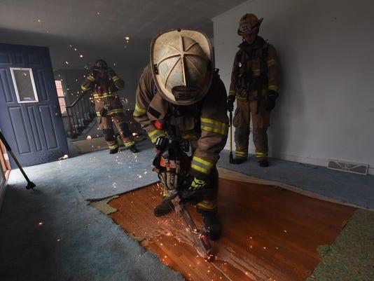 1-YDR-JP-040916-firefighter-training