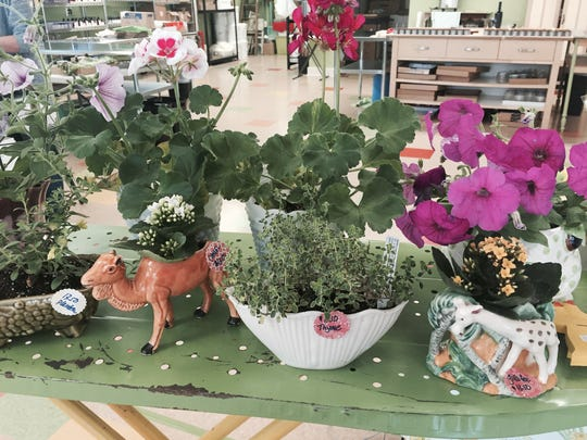 Cool vintage planters from Green Daffodil.