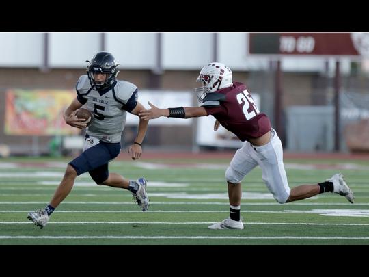 Del Valle quarterback Raymond Montez outruns Ysleta's Bryan Aispuro Friday.