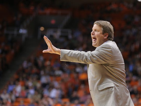 UTEP head coach Tim Floyd leads his team to victory