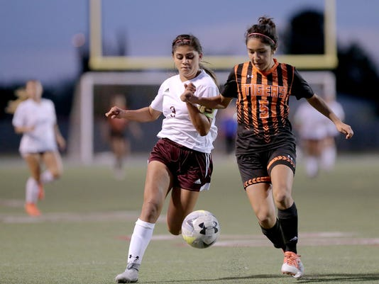 El Paso High Girls Out Of Soccer Playoffs