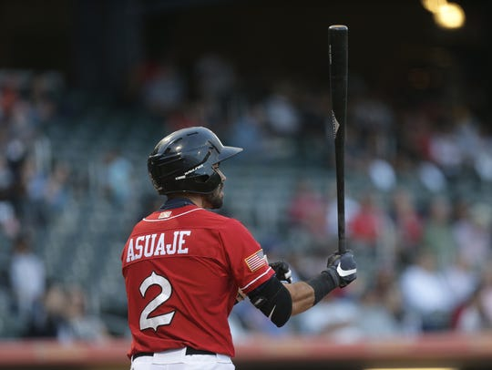 Chihuahuas second baseman Carlos Asuaje steps into