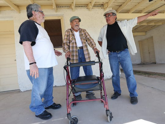 Former bracero Leopoldo Avila, center, talks with his