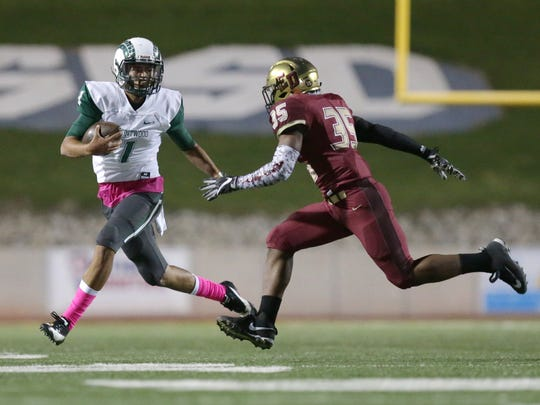 Montwood quarterback Andrew Fernandez tries to beat El Dorado linebacker Willie Croslen to the corner in the first half of their game Friday at the SAC.