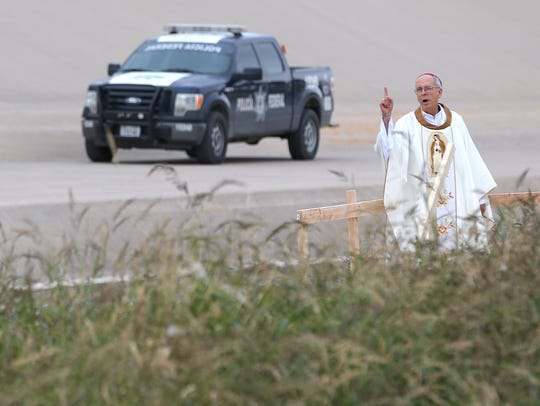 Bishop Mark Seitz leads mass on the border near the