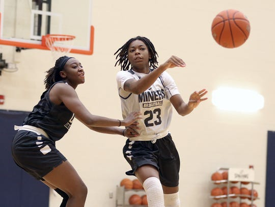 UTEP's Jakeira Ford passes to a teammate as they practice